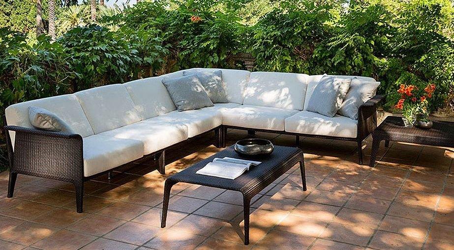 Sofá esquinero tapizado en tela